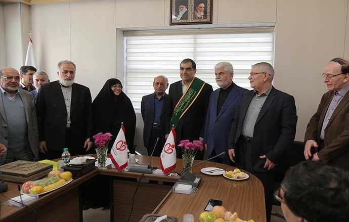 بازدید وزیر بهداشت بهمراه هیات همراه از خیریه درمانی بهداشتی حضرت ابوالفضل (ع)